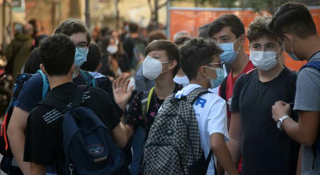 obbligo mascherine davanti alla Scuola