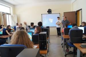 Laboratorio-di-Informatica-2_FESR-A2_2011-300x199
